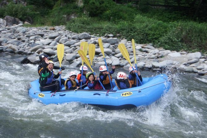 【OUTLINE】<br><br>A very popular Combo tour consisting of rafting down the Tone River & Canoe Kayak in the lake. One-day course includes a special lunch which enjoys great popularity. Fully explore the great nature in Minakami. During the summer, the tour can be enjoyed all together by anyone from adults to children aged 6. Soft drink included. If you bring a USB, you can have all the photos taken during the tour for free.