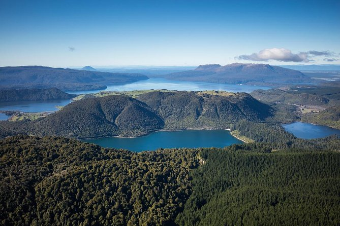 Join us to view Rotorua beyond the crater rim. Enjoy spectacular views of our hidden lakes district, distant volcanoes and local geothermal activity in this captivating overview of this stunning area.