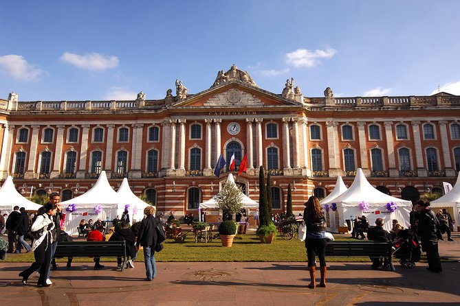 Enjoy free entry to museums and monuments in Toulouse city center, and benefit from a host of other offers by participating partners with a Toulouse City Card. Get around and about stress-free with complimentary travel on the local public transport network, including the metro, trams, bus network and airport shuttle bus. Benefit from additional discounts at many of the city's top tourist sites and in a number of shops. Cruise along the Garonne River or the Canal du Midi with Bateaux Toulousains, or get a different perspective from the Tourist Train <br>* See all the most important sights of Toulouse at your own pace<br>* Get free entrance to museums and monuments in the city center<br>* Benefit from free access to the public transport network<br>* Enjoy numerous activities at reduced rates