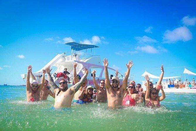 MÁS FOTOS, Crucero de fiesta en la costa de Punta Cana con tobogán de agua y barra libre.