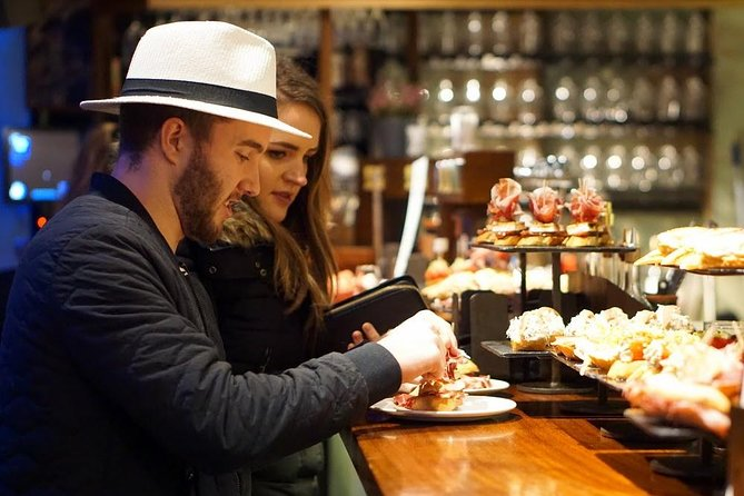 In a food mecca like San Sebastian, there are some places you just can't leave without trying—and we're going to visit them all tonight. Come with us to San Sebastian's pintxos headquarters, the Old Town, where we've carefully chosen the best bites the city has to offer for you. As we go, we'll teach you what to do—and what not to do!—so you can successfully navigate the pintxos scene during the rest of your trip.<br><br>- Don't miss a thing in a city known for its food—we've selected the best for you!<br>- Squeeze into a bar that's a San Sebastian institution for locally-caught seafood.<br>- Learn the unwritten rules of pintxos so you can eat like a pro during the rest of your stay.<br>- Enjoy classic pintxos in the classic style: standing elbow to elbow in bars packed with locals!<br>- Conquer all of San Sebastian's must-visit bars in one night.<br><br>