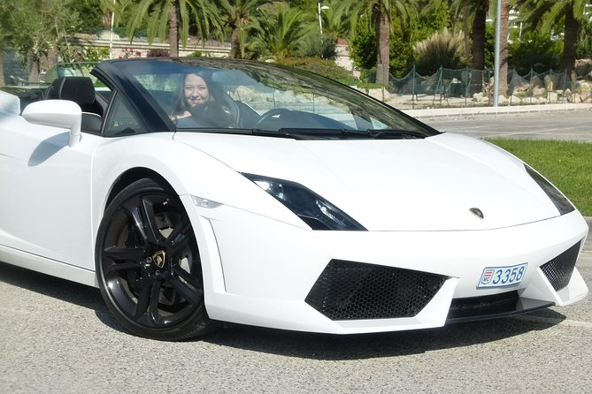 Enjoy the drive of your life behind the wheel of a Lamborghini Gallardo 560 LP spider on the legendary roads of the French Riviera. Experience the thrill of driving yourself along the Promenade des Anglais and the beautiful corniches.