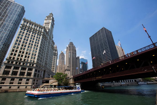 Experience one of the world's most beautiful cities on a 60-minute cruise on the historic Chicago River. On this architecture cruise, head down the main branch of the Chicago River, up the north branch to the East Bank Club, and then south past Willis Tower (Sears Tower) to the old Post Office Building. Take in magnificent city skyline views as you see more than 40 notable buildings, including the John Hancock Center and the Wrigley Building, and learn about their distinctive architecture from your onboard guide, an expert in architecture.