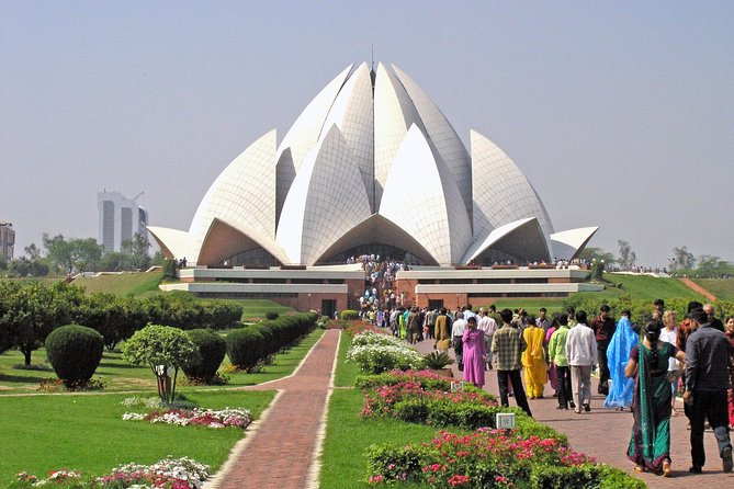 Private Delhi tour with Lotus Temple, ISKCON and Connaught Place with Dinner, Nueva Delhi, Índia
