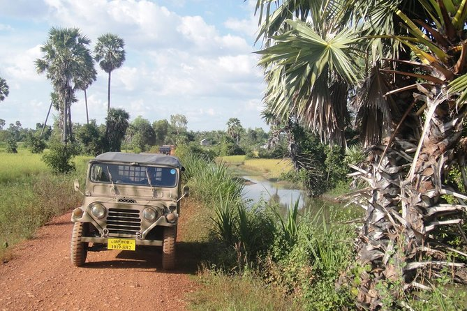 On this day tour we explore the beautiful countryside around Siem Reap by vintage American army jeep. We will take a short bike ride along red dirt tracks through scenic local villages and rice fields, enjoy a tasty lunch with the locals in a stilted village house and take a boat ride out to Kompong Khleang, Cambodia's largest and most authentic floating village.<br><br>