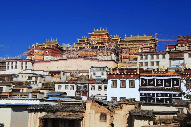 Visit songzanglin monastry and admire all its treasure collections.Enjoy the nature beauty of Napahai Lake.Experience Tibetan culture and discover the authentic life style of Tibetan people.