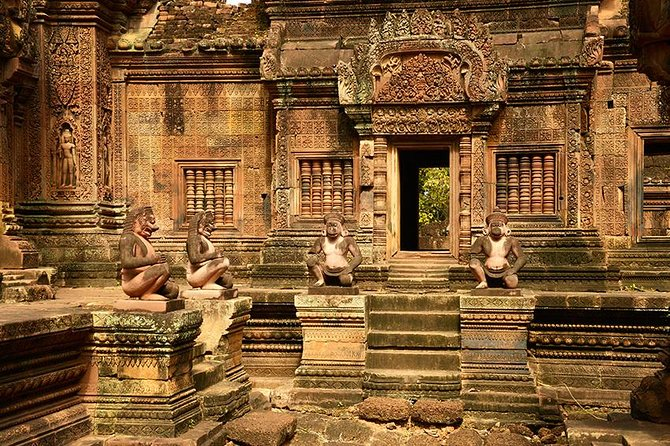 Immerse yourself in a full-day shared tour of Banteay Sreitemple andthe completely unique Pre Rup, East Mebon, Ta Som and Preah Khan temples.Yourtour includes an English-speaking guide trained and certifiedby the Apsara Authority who operate the temple complex. Your minibus can accommodate up to 10 guests.Complimentary cold towels and iced bottled water are available on the bus.You can bring a packed lunch, or eat at the cafe's near the temple; however, please note that the cafe's are more expensive than in town.