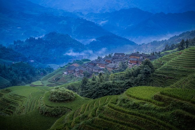 Escape from concrete jungle of big cities to countryside for 3-night short break.  You will not only take the best photos of sunrise views over Li River and Longsheng Rice Terrace, but will also enjoy your free time as long as you like in Yangshuo.  Beside those inclusive programs listed in our photo tour, DIY some outdoor activities such as biking to see mountains and rice paddies, canoeing, rafting, rock climbing, Chinese cooking class, etc.<br><br>This is a combination package of private airport or railway station pickup, sunrise photo tour, admission tickets, hotel accommoation and transfer between hotel to hotel. No tour guide service is included. It is designed for camera men.