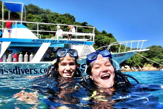 Scuba diving for beginners around Roqueta Island in Acapulco with option of 1 tank or 2 tank boat dive