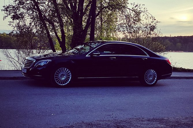First Class Airport Limousine Transfer: Malmö City to Sturup Airport, Malmo, SUECIA