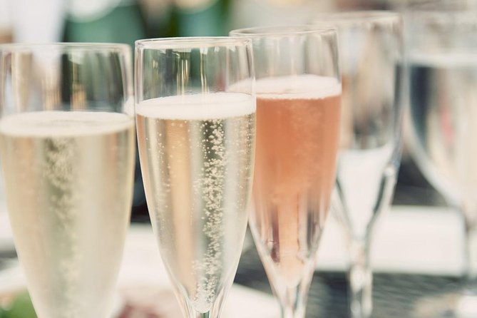 Discover the very best of both Stellenbosch and Franschhoek winelands as you sip on some of the best MCC South Africa has to offer. Learn about the rich history of the <br><br>Méthode Cap Classiqueand specifically, it's South African context.