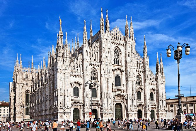 Milan City Center Walking Tour with Local Guide & Fast Entry to Duomo Cathedral, Milão, Itália