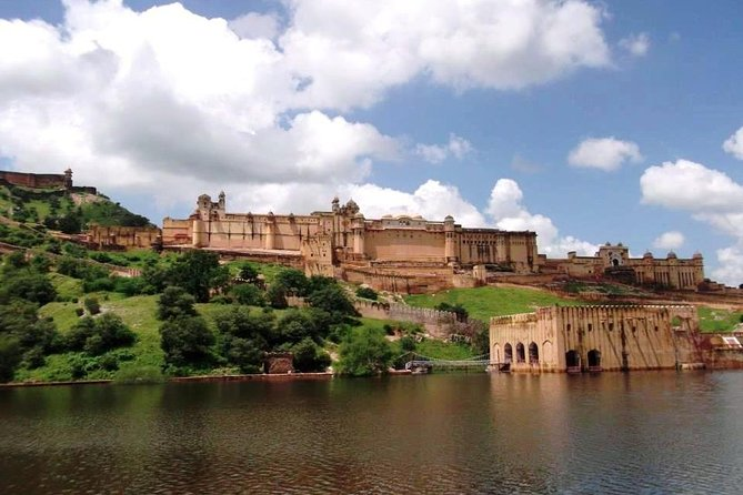 Book this 6-night tour that takes you to explore the beautiful state of Rajasthan! Experience the city of Jaipur, Pushkar, Jodhpur and Udaipur and visit some of the popular symbolic attractions including Amer Fort, Palace of Winds, Brahma Temple, Mehrangarh Fort, Jaswant Thada, Ranakpur Jain Temples, Saheliyon ki Bari and more.