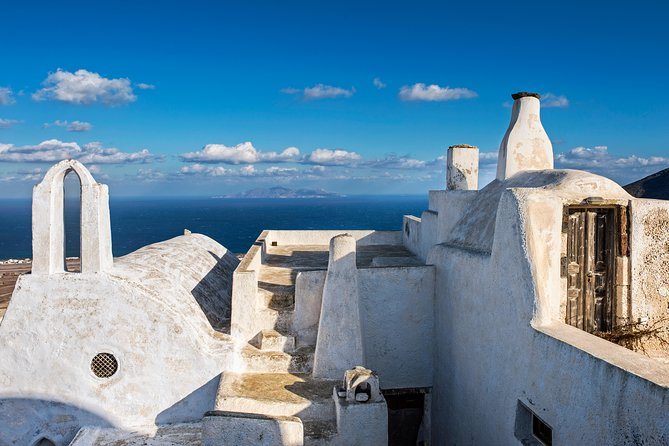 This Santoriniprivate tour is a great opportunity for those who like to explore spots off the beaten track. You will see hidden spots you could not have found yourself! Take an off road tour and learn about this unique island.