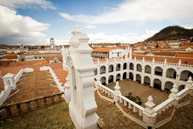 "Welcome to Sucre, Bolivia<br><br>Visit to the beautiful city of Sucre, in a private and personalized service with professional English speaking guide. visiting the main square, the Museum of the House of Liberty or the Recoleta Museum (optional), building of the University of San Francisco Javier, walk through the city where you can appreciate the colonial architecture of the city.<br><br>Enjoy the tasting local food like ""salteña"""