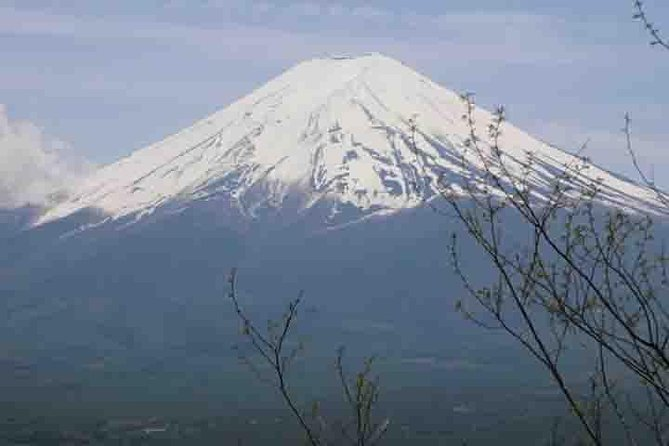 On this tour, you can visit some of the most popular places to visit around the Mt. Fuji area including a kimono museum, a shrine and a sake brewery. Another thing you can see on this tour is a breathtaking view of Mt. Fuji riding on a ropeway.