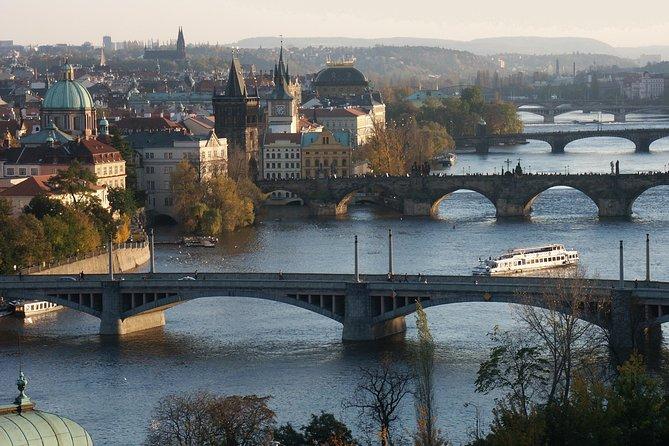 Transfer Berlin-Prague or Prague-Berlin, with optional 2 hours visit to Dresden, Praga, REPUBLICA CHECA