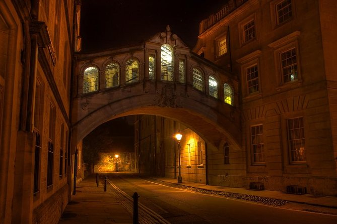 You will learn lots about Oxford and what to see and do tips of the guide with your own private guide for the evening. Enjoy a guided walking tour of Oxford and explore its city streets at night. Average duration is 3 hours.<br><br>Visit a handful of local pubs and learn the stories and urban legends behind them while socializing with others at the two or three historic pubs we visit. This tour offers a social night out in Oxford while you hear stories about local students and their antics, learn urban legends, discover the favourite hangouts of famous alumni, and pass the famous university at night.