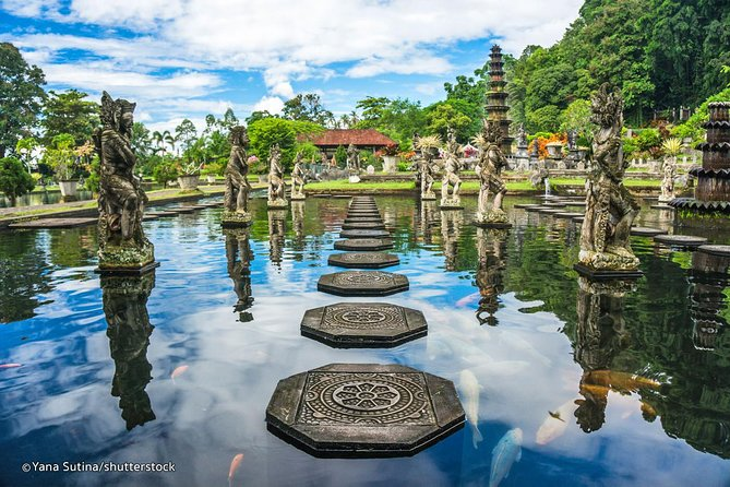 In this Special Combo Tour, we will take you to Lempuyang Temple, locally referred to as Pura Lempuyang Luhur, one of Bali's oldest and most highly regarded temples; Tirta Gangga Water Palace, one of the famous tourist destinations in eastern Bali; Savoring your enjoyable lunch in the natural area of Tirta Gangga Restaurant; The last trip will visit to taman ujung water palace Built at the beginning of the 20th century, Ujung Water Palace is the former palace of the King of Karangasem.<br><br>