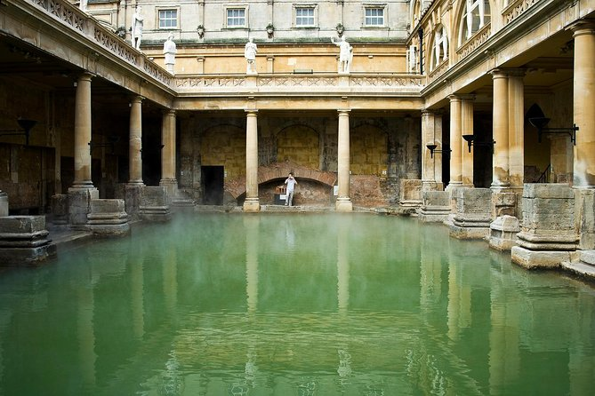 An enjoyable 2-hour tour that takes in the best of Bath's ancient Roman heritage, as well as its splendid Georgian architecture and its vibrant modern culture. Your knowledgeable local guides will show you the very best of Bath both past and present, and will give you the inside story on this fascinating city. They will evenlead the group inside the Roman Baths to explore theartifacts left in Bath by Britain's Roman conquerors almost 2,000 years ago.