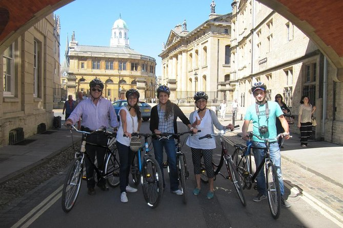 Explore the city of dreaming spires on two wheels on this 2-hour Oxford bike tour including full-day bike hire. Follow a guide through Oxford and take in top sites of interest like Magdalen College, the Oxford University Press building, the Pitt Rivers Museum, and Port Meadow. Reach hidden corners of the city with ease and hear of famous names including J. R. R Tolkien, Oscar Wilde, and Tony Blair who lived and worked here. <br>