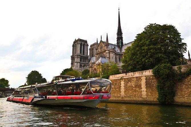 Bateaux Mouches Seine River Paris by Night Dinner Cruise with Live Music, Paris, FRANCE
