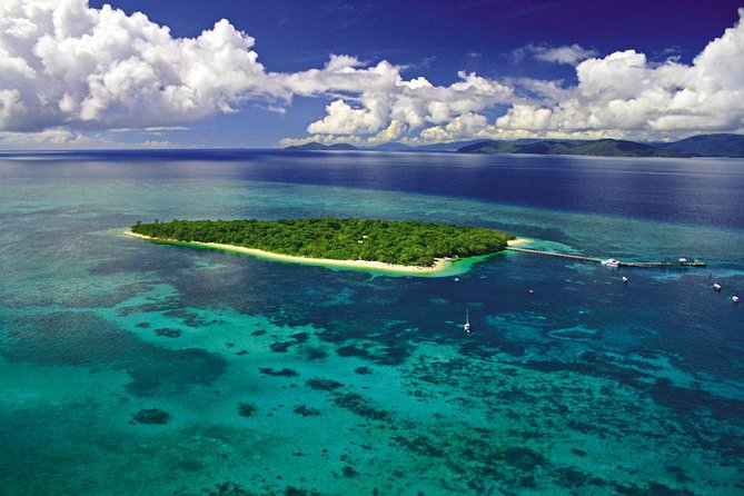 The 40 minute Great Barrier Reef Flight is the perfect way to see and gain a full appreciation of the immensity of the Great Barrier Reef.<br><br>The best time to fly is between 09:30 a.m. and 02:30 p.m. to see the wonderful colours of the Great Barrier Reef. The 30 minute flight is adequate to gain a feel for the size and structure of the Great Barrier Reef, the 40 minute flight adds that little bit more for those wanting to snap those extra few pics to their portfolio.