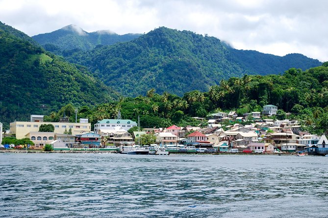 Discover the beauty and magic of St Lucia on a scenic drive to the town of Soufriere. This half-day tour will have you winding your way through banana plantations, tropical vegetation and traditional fishing villages. Upon arrival in Soufriere, admire the spectacular twin Pitons before visiting the Sulphur Springs and Diamond Botanical Gardens with its breathtaking natural waterfall.
