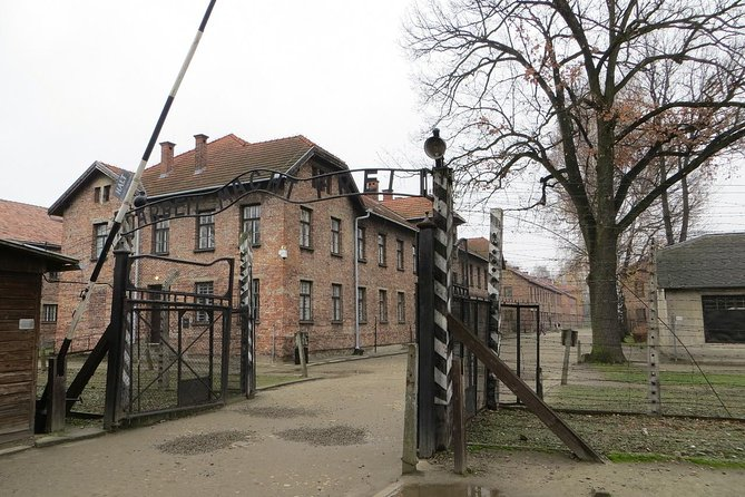 This 7-hour tour from Krakow will bring you to the Auschwitz-Birkenau Museum -- be transported in an air-conditioned minibus by an licensed experienced driver with an English-speaking guide in the Auschwitz-Birkenau Museum including audio equipment.<br>