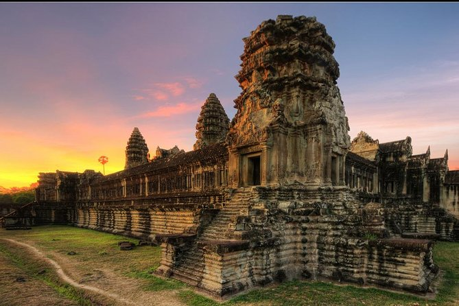 Discover Siem Reap, the World's Wonder in Cambodia – the magnificent Angkor Wat and the other Khmer temples including all 5 of 5 stars temples in Siem Reap: Angkor Wat and see sunrise, Angkor Thom Complex include Bayon, Bantreay Sri, Ta Prohm and Preah Khan, plus National Museum and cruise on Tole Sap Lake.