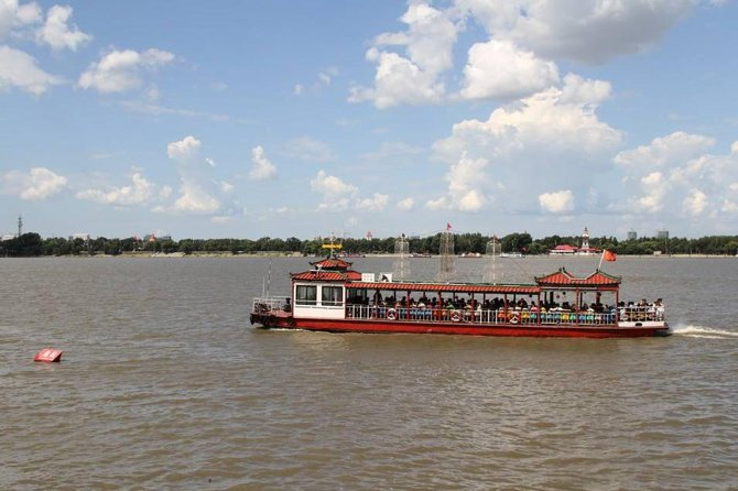 This 4-hour private tour take you to see the famousBinzhou Railway Bridge in Harbin as well as to take a fun boat ride on beautiful Songhua River. July, August and September are the peak season to take the boat tour since there are a lot more to see the wetland landscape along the river side. You will spend about an hour on the boat. During other months of the year, the duration of boat tour is shorter. During this tour, you will also walk to the Binzhou Railway Bridge. In addition, a tasty local western Russian meal or Local Chinese meals in Central Street is also included.