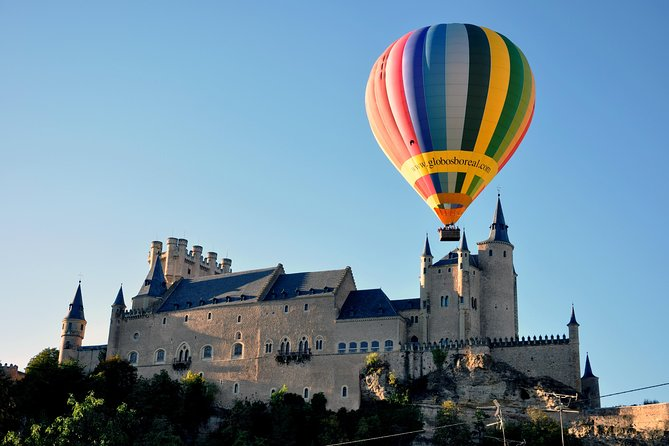 A balloon ride in Segovia is a unique and different flying experience: floating in the wind, seeing fascinating landscapes and feeling unforgettable sensations. Enjoy your flight with the first certified company in Spain for balloon rides, with expert professional balloonists as Javier Tarno, 6-time Spanish champion with more than 4,000 flight hours. <br><br>Your expert pilot will help the ride be as smooth as possible through the area so you can admire the surrounding landscape. Our pilots have a huge experience in some of the most famous places in the world for balloon rides, such as Cappadocia (Turkey), Bagan (Myanmar) and Canada.<br><br>At the end of the flight we will celebrate with a champagne toast and delicious breakfast. You can choose optional pick up from Madrid city hotels.