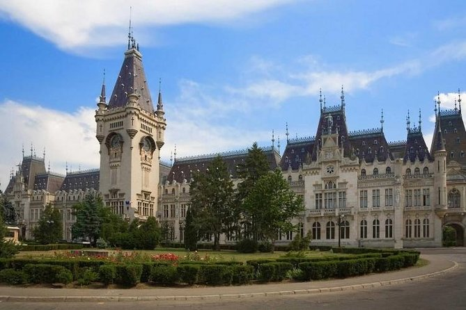Enjoy a short tour of Iasi, the most impressive city in North-East of Romania and get an idea of the beauty and history of this city. <br><br>This walking tour is the best way to start exploring on your own. From the Palace of Culture to the Union Square.