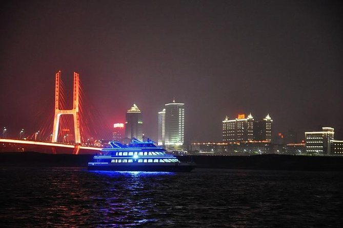 Get the most out of your Nanchang trip by experiencing the combination of a Ganjiang River cruise, and Nanchang street food stasting experience.  You'll see multiple famous Nanchang landmarks from your river cruise such as Tengwang pavilion, Bayi Bridge and have a guide to Shengjin Tower food street to enjoy the local street food.