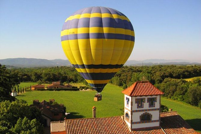 Leave the hustle and bustle of Barcelona behind and join this early-morning hot-air balloon flight at only 30-45 minutes away from the city. A hot-air balloon ride is the best way to capture outstanding views of Catalonia from heights of up to 3,000 feet (900 meters). Prepare for an exhilarating flight as you take off and begin to enjoy the sense of freedom and tranquility of floating through the air, you'll be airborne between 1 and 1.5 hours before landing for a sumptuous Champagne brunch. <br><br>All our ballooning flights includes a pick-up in Barcelona city centre and roundtrip transfer to the flying area. Want a longer or more intimate experience? Select a 2-hour flight to spend longer in the air or upgrade to a private flight plus the pilot.