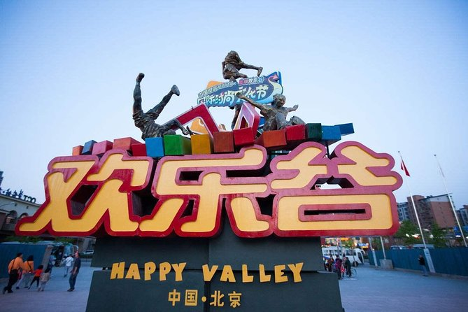 Enjoy a family private day tour to Beijing Happy Valley with Golden Mask Show. Happy Valley the biggest theme park in Beijing, the most fascinating place for kids.  Golden Mask show a must see show in Beijing, the show is breathtaking with performance involving real flood on the stage, really spectacular with good presentation and fantastic backdrops .<br>Please note : We could not avoid of crowded for Happy Valley if your request tour during China holiday or weekend .