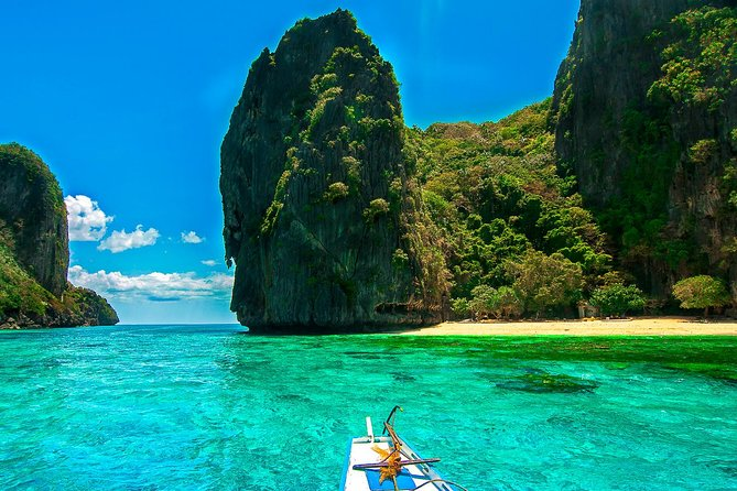 Toweringlimestone cliffs, powdery-white sand beaches, colorful marine life, a stunning sunset and a vibrant resort town atmosphere - this is El Nido. Touted as one of the Philippines' hidden gems. This activity will take you to some of the towns many islands and beaches.