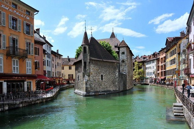 Tour Annecy by car to the best site of the Lake<br><br>Annecy is one of the most beautiful small cities in France. <br><br>The picturesque old town is located on the banks of the Thiou River and Lake Annecy, one of the largest and arguably most spectacular natural lakes in France. <br><br>The castle Château d'Annecy guards over the old town. Although Annecy has several museums and interesting churches, the lovely old town with its endless flower-filled balconies is the main sight making it possible to enjoy sightseeing in Annecy without cultural overload. <br><br>Frequent antique markets and activities on and near Lake Annecy are further draws and very popular with day-trippers from Geneva and French Alpine resorts.<br><br>leave geneva from the footsteps of your hotel to the Annecy lake<br><br>Visit the old town with your guide and wander the beautiful Venice of the alps<br><br>lunch in Secret retreat Abbaye of Talloires