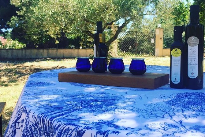 Tour at the soap museum located in the countryside of Sciacca, including a soap making workshop, where you can prepare your own little soap bar. At the end there will be a class of extra virgin olive oil testing, concluding the experience with a light Aperitivo under the olive trees.<br>