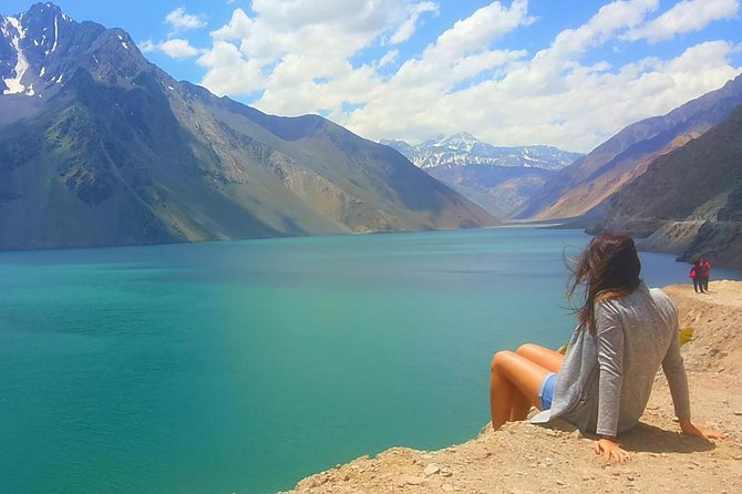 This 9-hour tour takes you into Cajón Del Maipo;the perfect place to escape from the city and be in the middle of the Andes mountains. In a small group of no more than 15 people, enjoy the natural surroundings, and beautiful panoramas, before indulging in a snack and glass of red wine and Empanada. Nature lovers have plenty of time to take in the sights.