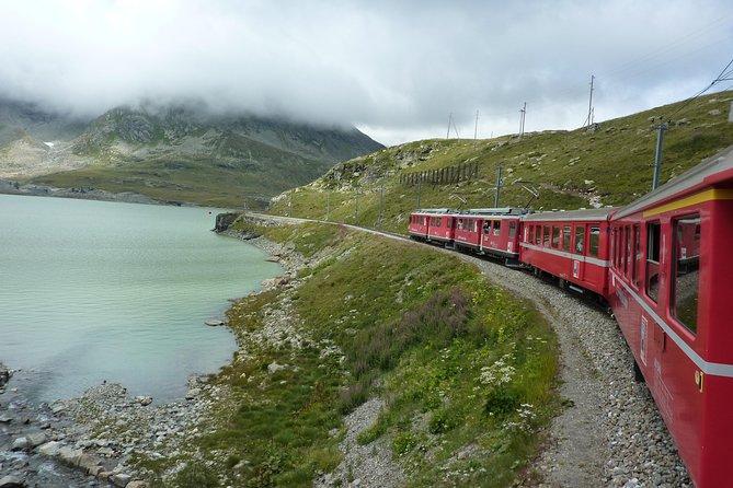 Visite los Alpes suizos en una excursión en el tren Bernina Express desde Milán, Milan, ITALIA