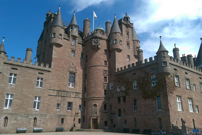 Enjoy a privatetour fromDundeeto Glamis Castle, approximately 4 hours in duration, suitable for 1-8 persons and families with children. Highlights include; Glamis Castle, scenic drive through Royal Angus countryside, drive around the main attractions in the City of Dundee stopping at many other points of interest on route. Admission charge into Glamis Castle not included.