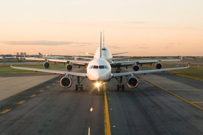 Book a private airport transfer from StanstedAirport to Central London with a professional chauffeur driver. Meet and greet service provided customers at the arrivals terminal at StanstedAirport.<br><br>Price value showing here is per vehicle, Not per person.