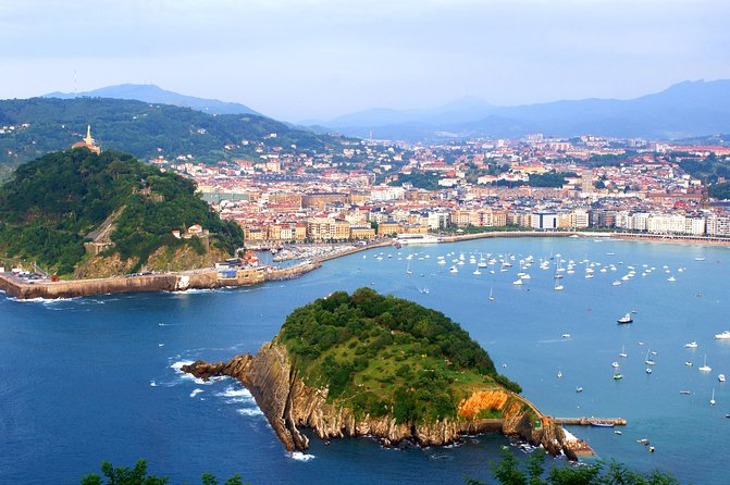 Delight yourself with Biarritz, The Beach of Kings, a place chosen to spend their summer vacations by European royalty and famous figures such as Napoleon III and Frank Sinatra. Enjoying the food at the typical fishing village of Hondarribia and admire the beauty of San Sebastian on a walking tour of the Old Quarter
