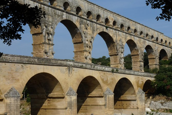 Day Trip to Provence Villages including Pont du Gard from Arles, Arles, FRANCIA