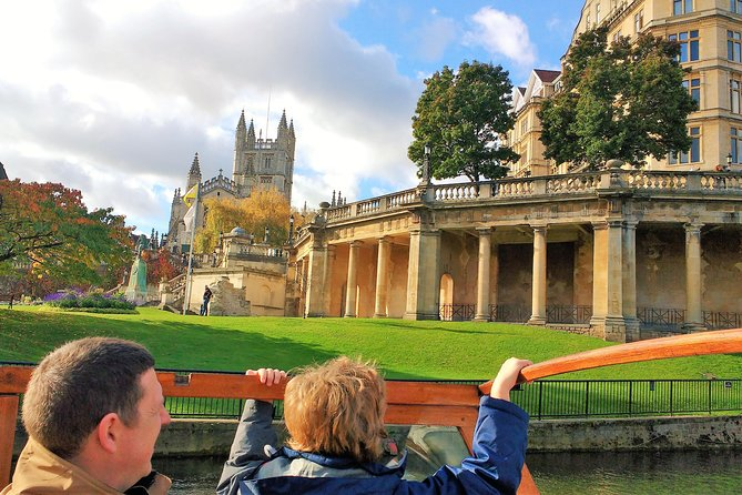 Get a unique perspective of this World Heritage city from the river and on foot. This 80-minute small-group tour combines a boat trip with a walking tour of central Bath and will give you an overview of the city's rich history and attractions without the boring bits.The savvy guides will not leave you in the past, with aninsiders view on whatishot in Bath today, so you can make the most of your visit. Ideal for visitors who want to maximise their time in Bath and families with Children.