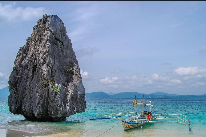 The El Nido Caves and Coves tour will take you to the most awe inspiring rock formations and lagoons which can only be found in Bacuit Bay. Buffet lunch and hotel transfers is included.
