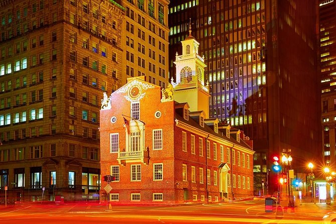 Dive into early American history and architecture as you explore the Freedom Trail in Downtown Boston. On a 70-minute walking tour, admire the architecture, and learn about the history and culture of the city as you pass attractions and landmarks like Faneuil Hall, King's Chapel, and Boston Common.