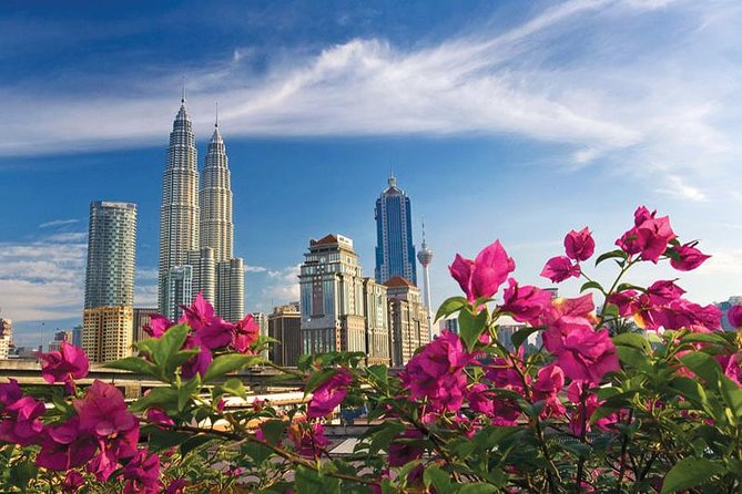 This 3.5-hour  tour of Kuala Lumpur gives you the opportunity to see the major landmarks and monuments of the Malaysian capital. Visit the Petronas Twin Towers, KLCC Park, King's Palace, Merdeka (Independence) Square, the National Mosque, Kuala Lumpur Railway Station, and more. Round-trip hotel transport is included, but admission fees are your own expense.<br> • Kuala Lumpur's architectural icon—the Petronas Twin Towers<br> • Chance to see new construction & historic buildings<br> • Opportunity to browse for souvenirs & try chocolate<br> • National Mosque, National Museum & the Merdeka Square<br> • Route includes Istana Negara, residence of Malaysia's king