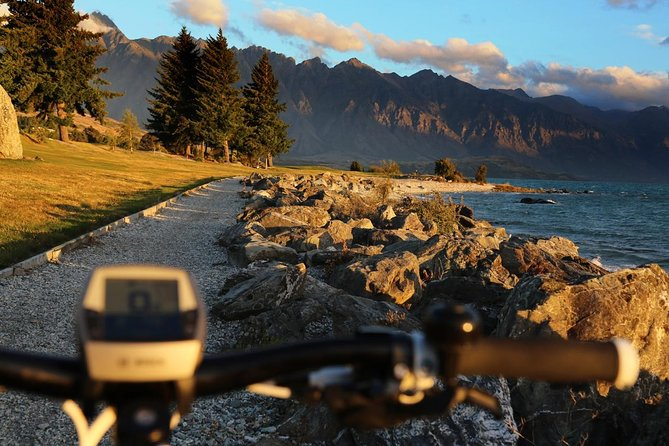 Enjoy a thrilling day out riding Queenstown's spectacular cycle trails on a top-of-the-line European electric-assist mountain bike! The tour will include detailed maps, helmets and if you need it, and free access to our six battery top-up locations. Choose your route, with possibilities including Queenstown, Arrowtown, Gibbston, Kelvin Peninsula, and/or Jack's Point.